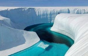 Голубая река в Гренландии